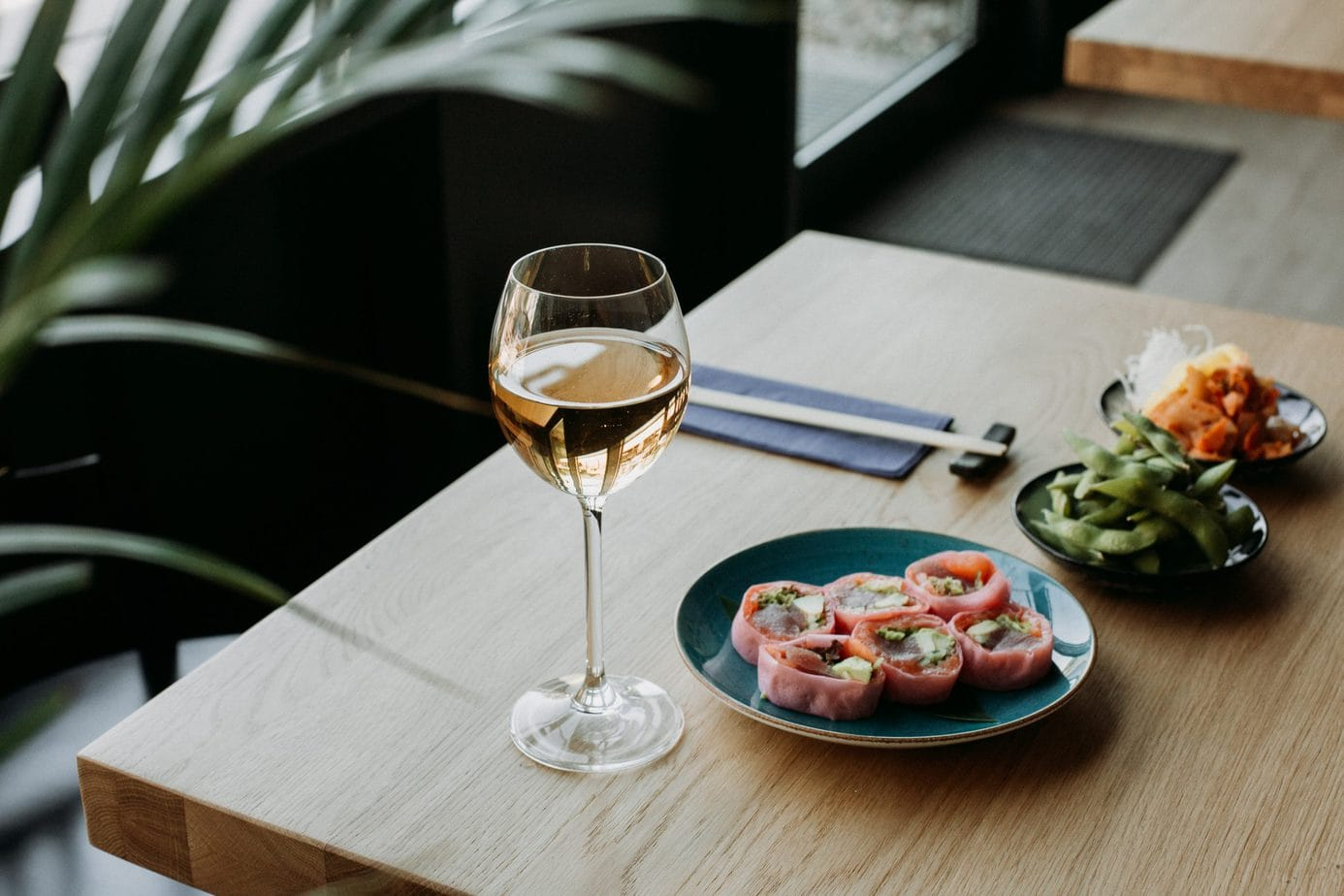best wine for sushi - featured image