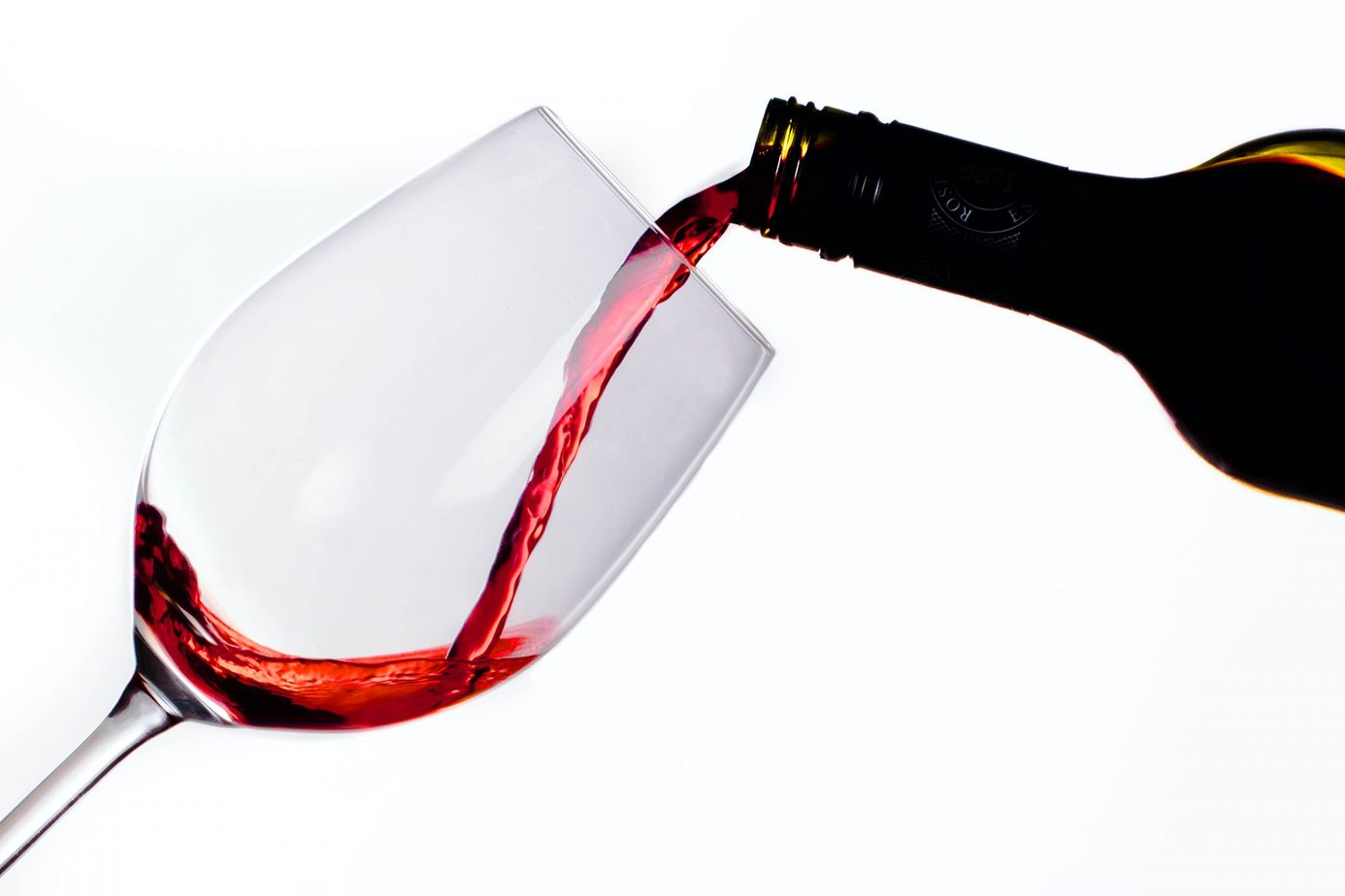 pouring red wine - shiraz cabernet featured image