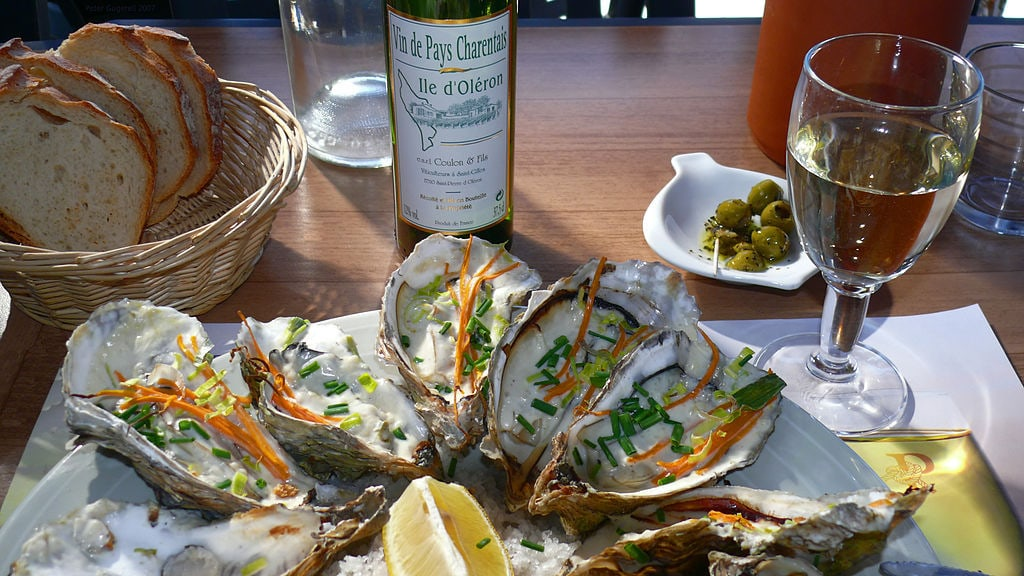 white wine and oysters - featured image